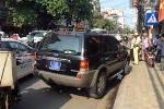 CSGT truy đuổi xe biển xanh đi vào đường cấm