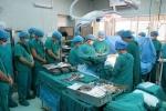 Ca ghép tạng xuyên Việt thứ 2 thành công: Xúc động hình ảnh bác sỹ cúi đầu trước chàng trai hiến tạng