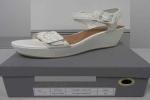 Hàng loạt dép sandal chứa hóa chất cực độc có thể gây lở loét