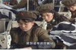 Ảnh:  Nữ công nhân Triều Tiên đồng loạt mặc quân phục