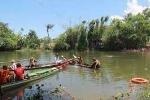 Hàng trăm người tìm kiếm nạn nhân mất tích do lật xuồng ở Lâm Đồng