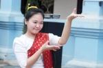 Ảnh: Nữ sinh Lào tươi tắn đón quốc khánh tại Việt Nam