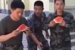 Clip: Cao thủ ăn dưa hấu khiến đối thủ đứng hình