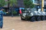 Quân đội sử dụng xe đặc chủng ứng cứu người dân ở Quảng Ninh