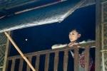 Hotgirl Hà Thành gợi cảm trong tà áo dài truyền thống