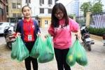 Sinh viên Phương Đông bán dưa giúp nông dân vùng lũ Quảng Nam