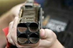 Dùng súng tự chế bắn trọng thương hàng xóm