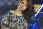 Vietnam Idol: Thí sinh chuyển giới xin ra viện tập hát