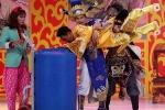 Táo quân 2014: Ngọc Hoàng bị dìm đầu vào thùng nước, Táo Y tế bay lơ lửng