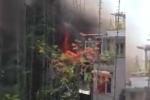 Clip: Cháy gần tòa nhà 'Hàm cá mập' giữa Thủ đô, khói đen bốc nghi ngút
