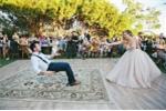 Cô dâu phù phép cho chú rể trôi bồng bềnh trong đám cưới 'ma quái'