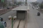 Nguy hiểm rình rập ở tuyến xe buýt nhanh nghìn tỷ giữa Thủ đô