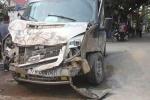 Xe khách đâm xe tải lật ngang đường