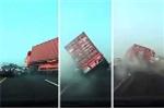 Clip: Kinh hoàng xe tải nổ lốp, húc văng loạt ô tô trên cao tốc