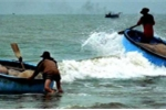 Sóng lớn đánh lật thuyền, 3 ngư dân mất tích