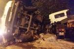 Xe đầu kéo húc văng xe tải, thượng úy CSGT tử vong trong đêm