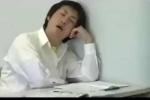 Clip: 'Cao thủ' ngủ gật khiến thầy giáo cũng 'bó tay'