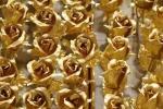 Quà độc Valentine: Hoa hồng dát vàng 600.000 đồng/bông