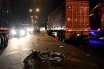 Tăng ga tháo chạy, tên trộm xe máy tông thẳng xe container