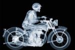 Chụp X-quang xe mô tô cổ, cuộc chơi cực kỳ công phu