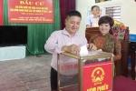 Vợ chồng NSƯT Chí Trung - Ngọc Huyền đi lưu diễn vẫn không quên nghĩa vụ bầu cử