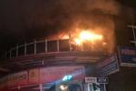 Lửa cháy rực trời tại chung cư Vimeco, hàng nghìn người bỏ chạy