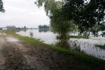 Sẩy chân rơi xuống sông, 2 bé gái chết đuối thương tâm