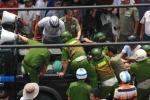 Trăm cảnh sát bao vây kẻ chém công an, ôm bình gas cố thủ
