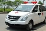 Lái xe cấp cứu đang chở bệnh nhân bị đánh bất tỉnh