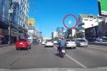 Clip: Quả cầu lửa bí ẩn sáng rực giữa bầu trời Thái Lan