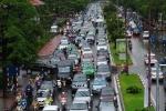 Đường ngập nước, giao thông Hà Nội hỗn loạn