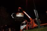 Ô tô 'bay' xuống hồ Xuân Hương, 5 người nhập viện