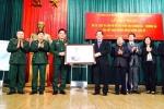 Thứ trưởng Bộ TT&TT Trương Minh Tuấn tặng bộ tư liệu Hoàng Sa – Trường Sa