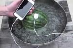 Video: Cách sạc iPhone bằng dưa hấu không thể tin nổi