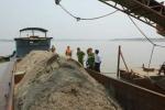 Gần 200 cảnh sát vây bắt cát tặc: Thu tàu để bán sắt vụn