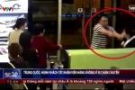 Clip: Bị hoãn chuyến, hành khách Trung Quốc tát nhân viên hàng không