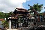 Hình ảnh hàng chục người tháo dỡ 'biệt phủ' trăm tỷ trên núi Hải Vân