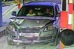 Xe Audi gây tai nạn rồi bỏ trốn: Người đi bộ trên cao tốc có lỗi?