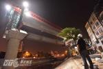 Ảnh: Trắng đêm lao dầm đường sắt trên cao qua sông Tô Lịch