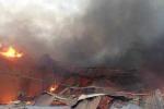Lửa cháy ngùn ngụt ở KCN Vĩnh Tuy