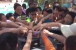 Dậy sóng clip du khách Trung Quốc 'càn quét' tiệc buffet ở Việt Nam