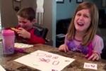 Video: Phì cười phản ứng 'vật vã' của trẻ em khi biết bố mẹ ăn hết kẹo