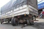 Gãy trục bánh sau, xe tải 'đại náo' quốc lộ