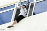 Nam thanh niên muốn tự tử từ tầng 17
