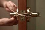 Video: Những mẹo vặt cực hay trong nhà chỉ với sợi dây chun