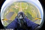 Giới siêu giàu rộ mốt chụp ảnh tự sướng trên máy bay chiến đấu
