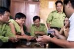 Hạt phó, tổ trưởng kiểm lâm đánh bài ăn tiền