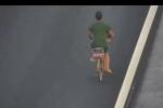Người đàn ông vô văn hoá, đạp xe trên cao tốc Hà Nội - Hải Phòng