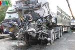 Hai xe tải tông nhau, tài xế chết thảm sau vô lăng