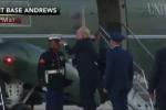 Video: Mũ lính Mỹ bị thổi bay, Tổng thống Trump hành động không thể tuyệt vời hơn